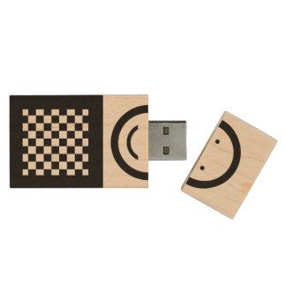 Pen Drive De Madeira Quadrados de madeira pretos e naturais - cara
