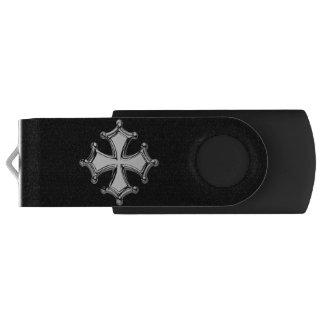 Pen Drive Giratório Chave USB Cruz occitane preto e branco