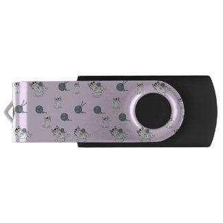 Pen Drive Giratório Gatinhos de confecção de malhas