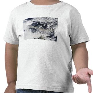 Pena da cinza do vulcão de Eyjafjallajokull Tshirts