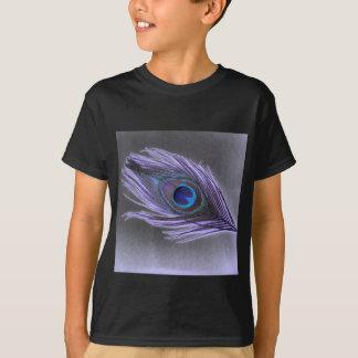 Pena roxa do pavão no preto camiseta