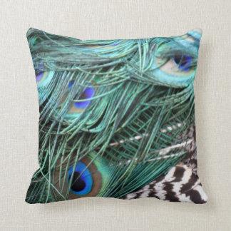 penas de cauda esverdeados do pavão travesseiros de decoração