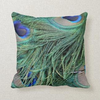 penas de cauda esverdeados do peafowl travesseiro