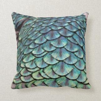 penas esverdeados do pavão travesseiro