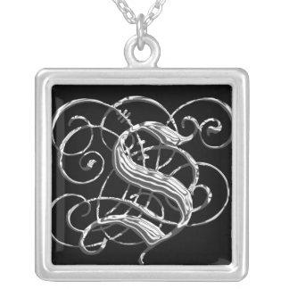 Pendente de prata preto S da inicial do monograma  Colar Banhado A Prata