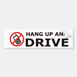 Pendure acima e conduza o autocolante no vidro tra adesivo para carro