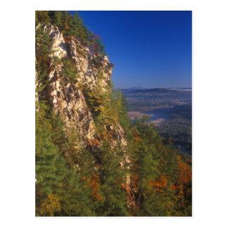Penhascos da montanha do monumento cartão postal