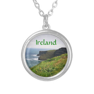 Penhascos irlandeses colar banhado a prata