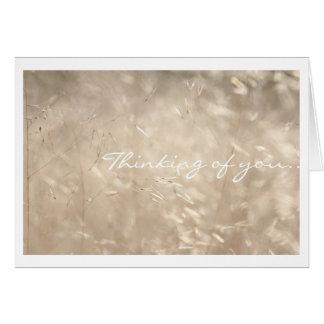 Pensamento de você cartão dourado da grama