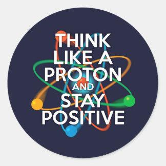 Pense como um protão e permaneça positivo adesivo redondo