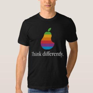 Pense diferentemente - a camisa retro da paródia T Tshirt