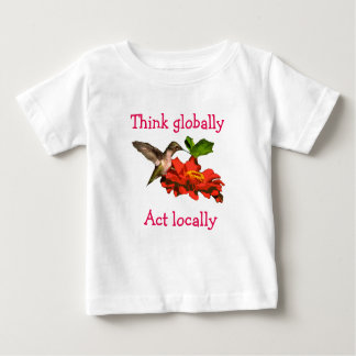 Pense global a camisa do colibri do ato localmente