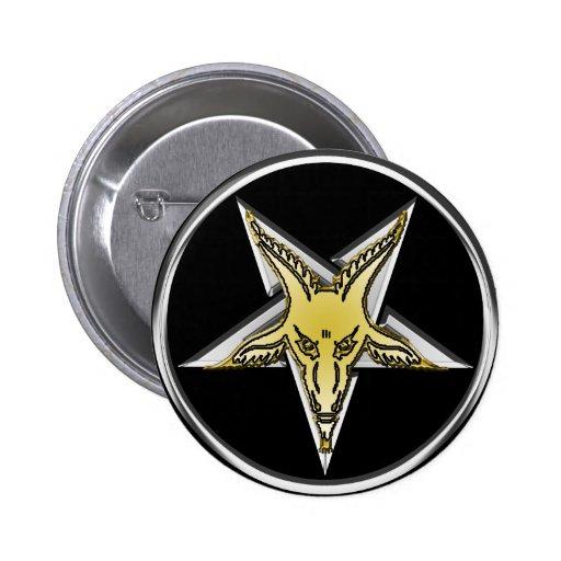 Pentagram de prata invertido com cabeça dourada da botons