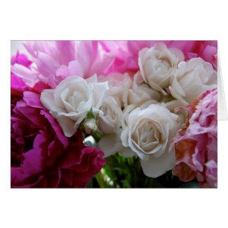 Peônias e rosas cartão comemorativo
