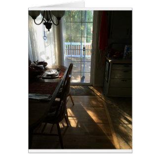 Pequeno almoço com cartão da luz do sol