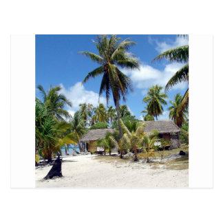 Pequeno almoço tropical da cama da praia cartão postal