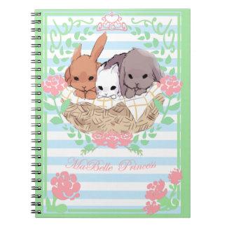 pequeno branco/azul do caderno dos coelhos do trio