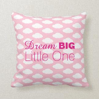 Pequeno grande o ideal nubla-se o rosa almofada