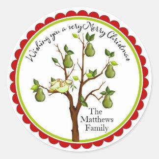 Perdiz em etiquetas de um Natal da árvore de pera Adesivos Redondos
