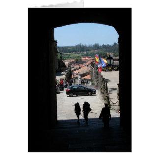 Peregrinos que entram no cartão de Santiago