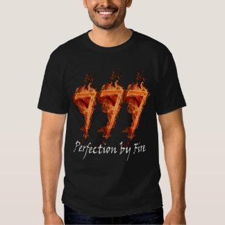 Perfeição 777 pelo t-shirt do fogo