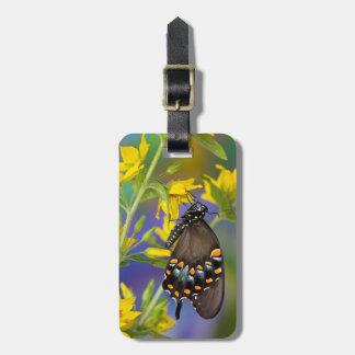 Perfil da borboleta na flor amarela etiqueta de bagagem