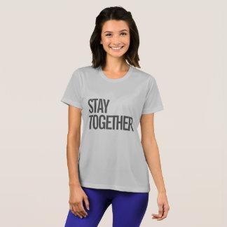 Permaneça junto a camisa do exercício das mulheres