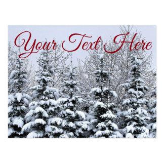 Personalize, cartão nevado das árvores