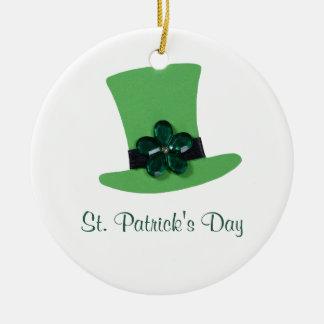 Personalize o chapéu verde para o dia de St Ornamento De Cerâmica Redondo