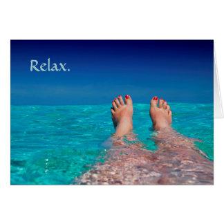 Pés de relaxamento na aposentadoria do oceano cartão comemorativo