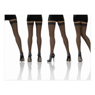 """Pés """"sexy"""" com as meias como o fundo abstrato cartão postal"""