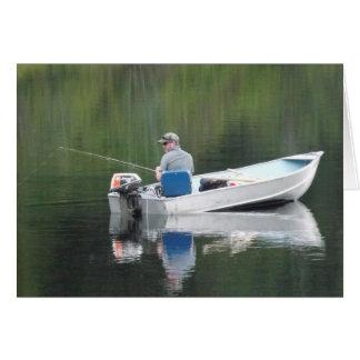 Pesca do irmão do feliz aniversario no lago no cartão comemorativo