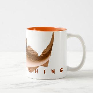 Pesca ida caneca de café em dois tons