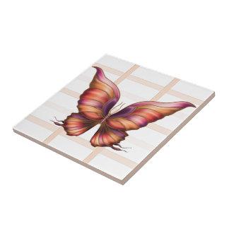 Pêssego esquadrado com o azulejo da borboleta