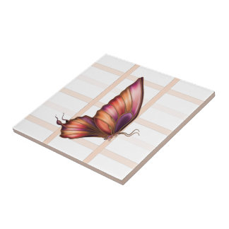Pêssego esquadrado com o azulejo deixado borboleta