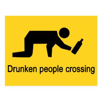 Pessoas bêbedos que cruzam o ⚠ tailandês do sinal cartão postal