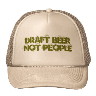 Pessoas da cerveja de esboço não bonés