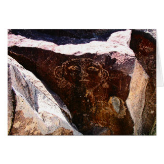 Petroglyph de uma cabeça, possivelmente um retrato cartão comemorativo