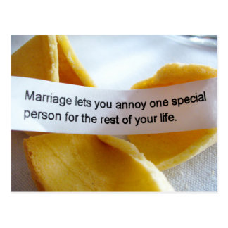 Piada engraçada do casamento do biscoito de cartão postal
