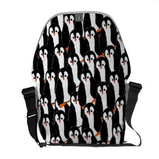 Pilhas de pinguins realmente bonitos bolsa mensageiro