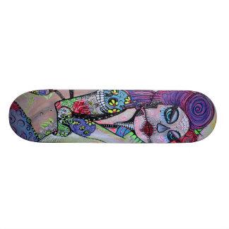 Pin do tatuagem acima do skate