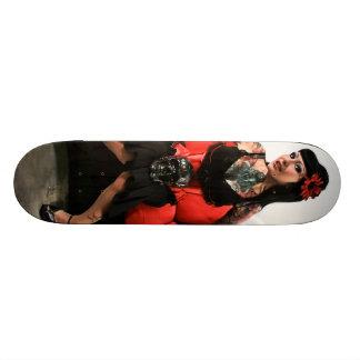 Pin do tatuagem acima skate