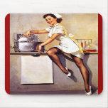 Pin retro da enfermeira de Gil Elvgren do vintage  Mousepads