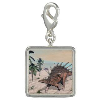 Pingente Dinossauros do Kentrosaurus no deserto - 3D rendem