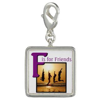 Pingente F para amigos