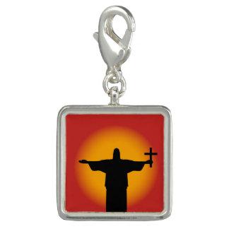 Pingente Silhueta com uma cruz