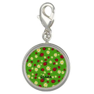 Pingente verde bonito do teste padrão de flor do joaninha e