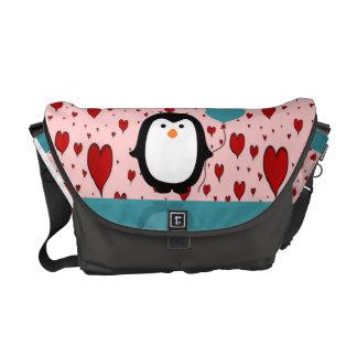 Pinguim adorável com balão do coração bolsas mensageiro