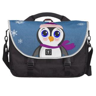 Pinguim adorável dos desenhos animados com lenço e bolsas para computadores portáteis