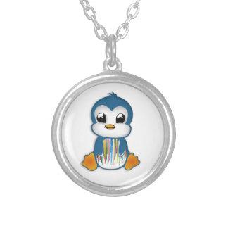 Pinguim alaranjado azul bonito colar com pendente redondo